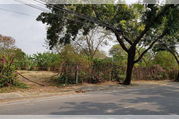 ขาย ที่ดินหมู่บ้านนวธานี ด้านหน้าติดถนนเมน ด้านหลังติดสนามกอล์ฟ